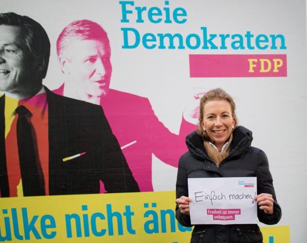 Landtagskandidatin Stefanie Knecht bei der Präsentation der FDP-Kampagne zur Landtagswahl 2016