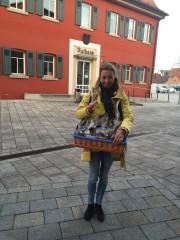 Stefanie Knecht auf dem Weg zum Weihnachtsmarkt in Asperg ...