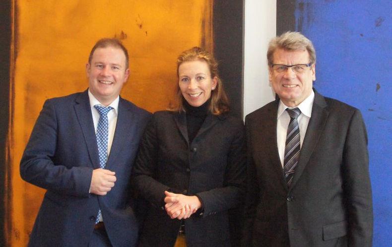 v.l.n.r.: Andreas Glück, Energiepolitischer Sprecher der FDP- Landtagsfraktion, FDP-Landtagskandidatin Stefanie Knecht und der Geschäftsführer der SWLB, Bodo Skaletz (Foto: SWLB)