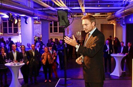 Perfekte Inszenierung: der Saal, die Rede und der Redner Christian Lindner im Werkzentrum Weststadt Foto: factum/Bach