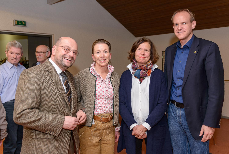 Volker Godel (Bürgermeister Ingersheim), Stefanie Knecht, Barbara von Rotberg (Gemeinderätin in Hemmingen) und der Hemminger Bürgermeister Thomas Schäfer