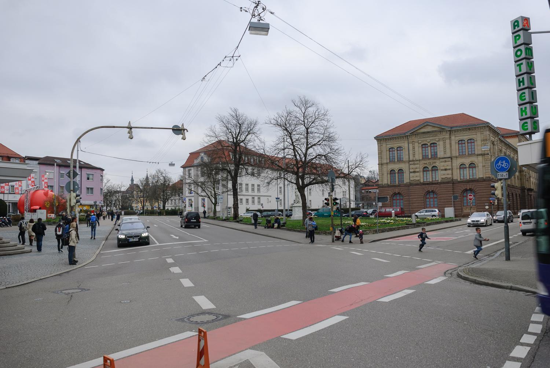 Schillerplatz mit Zugang zum Zeughausplatz