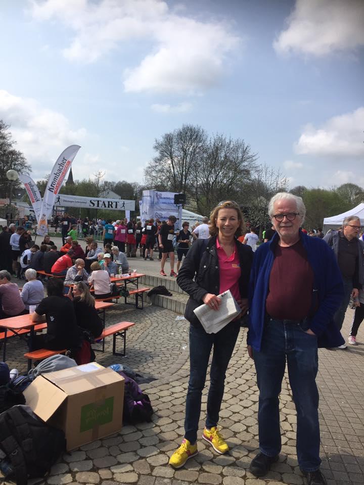 Stefanie Knecht und Dr. Horst Ludewig beim Lebenslauf Ditzingen