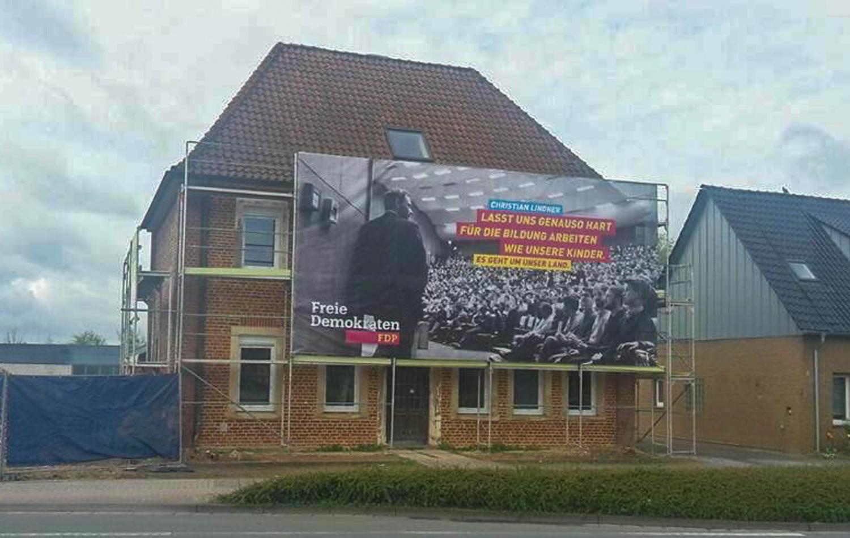 Banner am Baugerüst