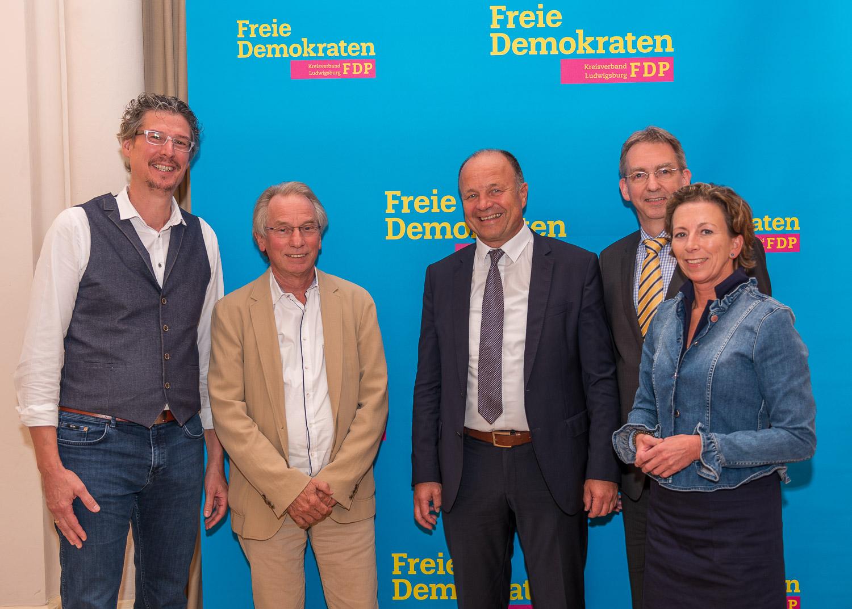 v.l. FDP-Stdträte Jochen Eisele und Johann Heer, Oberbürgermeister Werner Spec, Wolfgang Vogt (FDP-Ortsvorsitzender), Stefanie Knecht (FDP-Kreisvorsitzende)