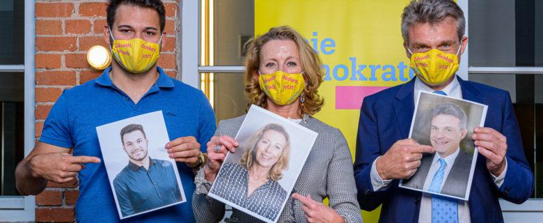 Landtagskandidatin Stefanie Knecht und Zweitkandidat Armando G. Mora Estrada (links) mit FDP-Bundestagskandidat Oliver Martin (rechts)
